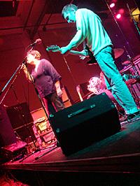 """Christiane Rösinger & Andreas Spechtl live bei der """"amSTART""""-Gala im Berliner Ballhaus Ost, 22.12.2009 – Foto: Caries Föhn"""