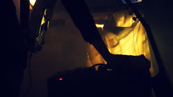 Foto: Huey Walker live im Art Cube – Raum für zeitgenössische Kunst (2012). Aufgenommen von Enrico Pense.
