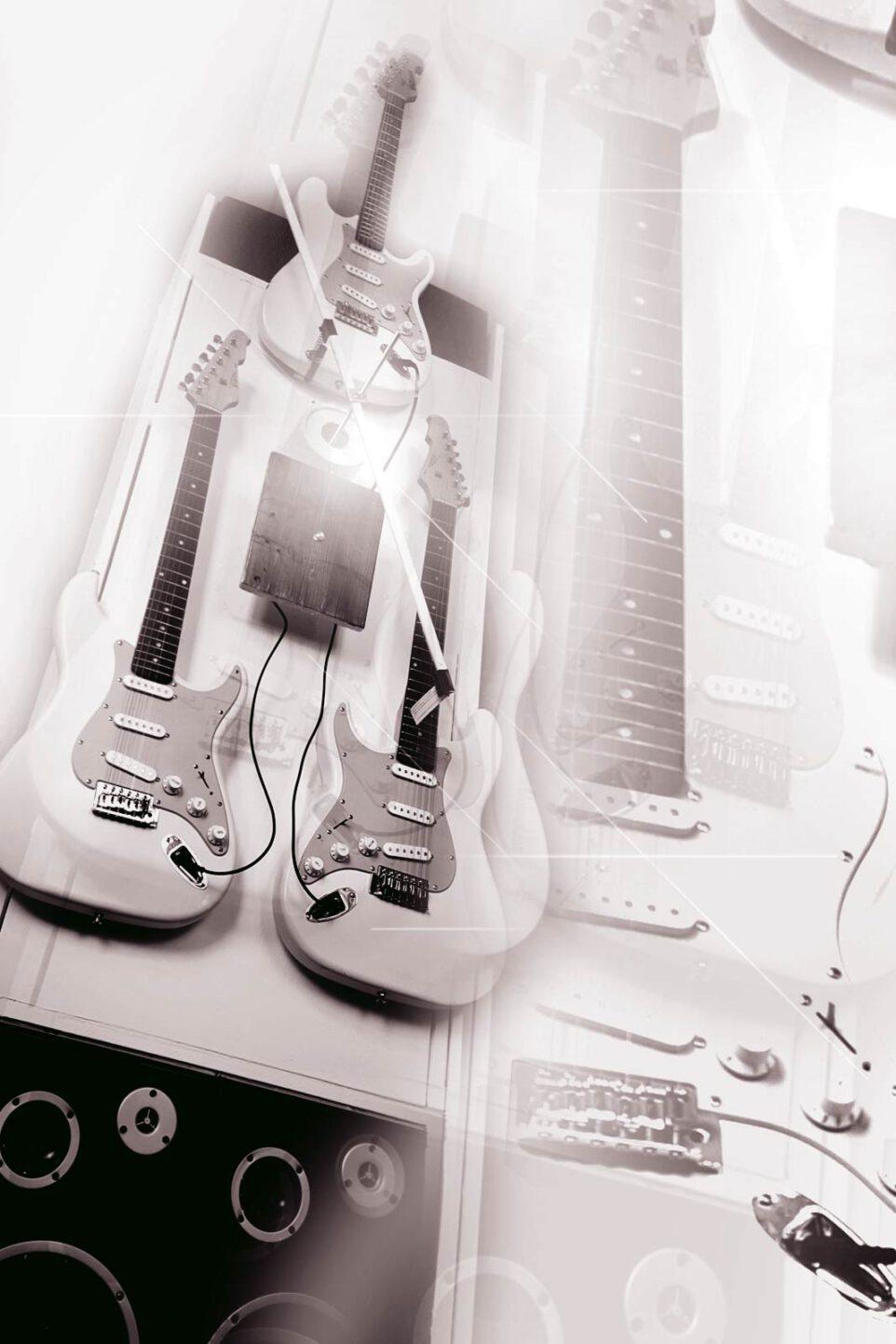 Huey Walker: Senkrechte Installation für drei Gitarren und einen Graphitstift