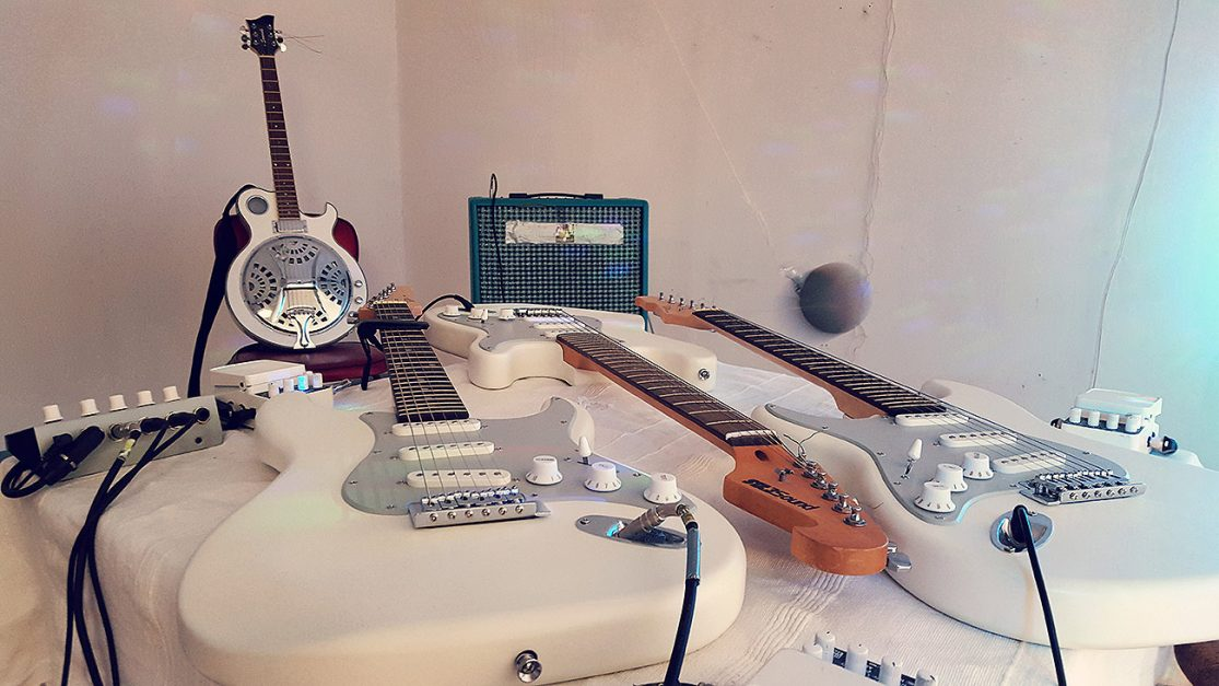 Installation View: Oscillations – Installation for multiple Guitars, a pendulum and an optional Musician