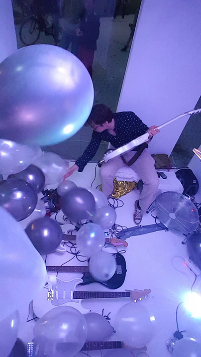 Huey Walker playing Ballooons – Installation for multiple Guitars and Balloons