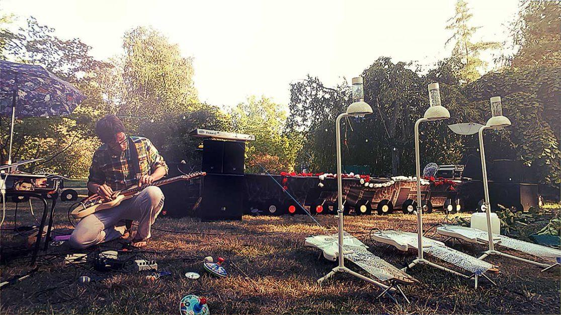 Martin Hiller aka Huey Walker live at Arboretum, Greifswald