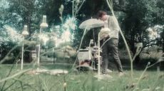 "Huey Walker playing ""Droops"" in the Garden of Ballhaus Tucholski in Loitz"